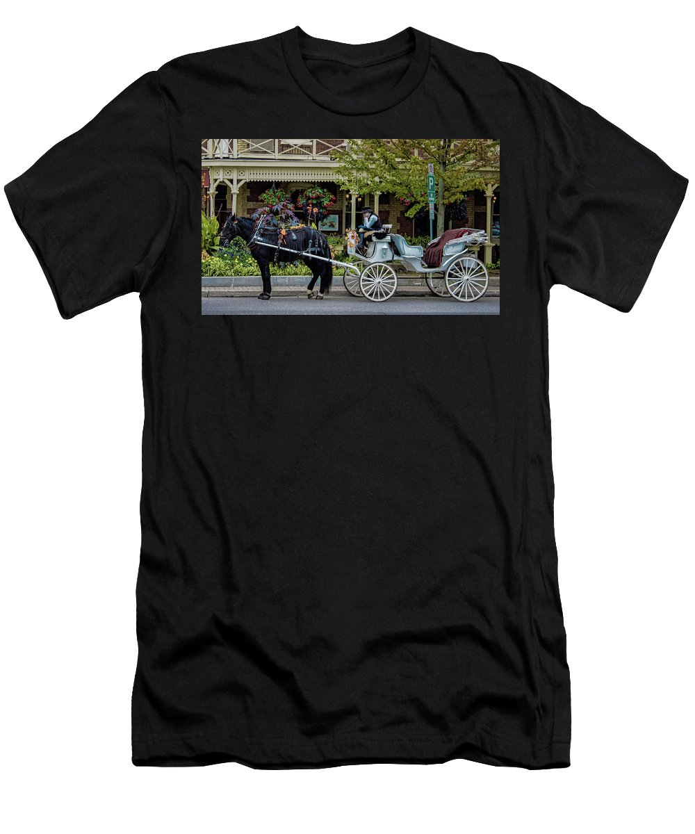 Canada Men's T-Shirt (Athletic Fit) featuring the photograph Niagara On The Lake by Martin Newman