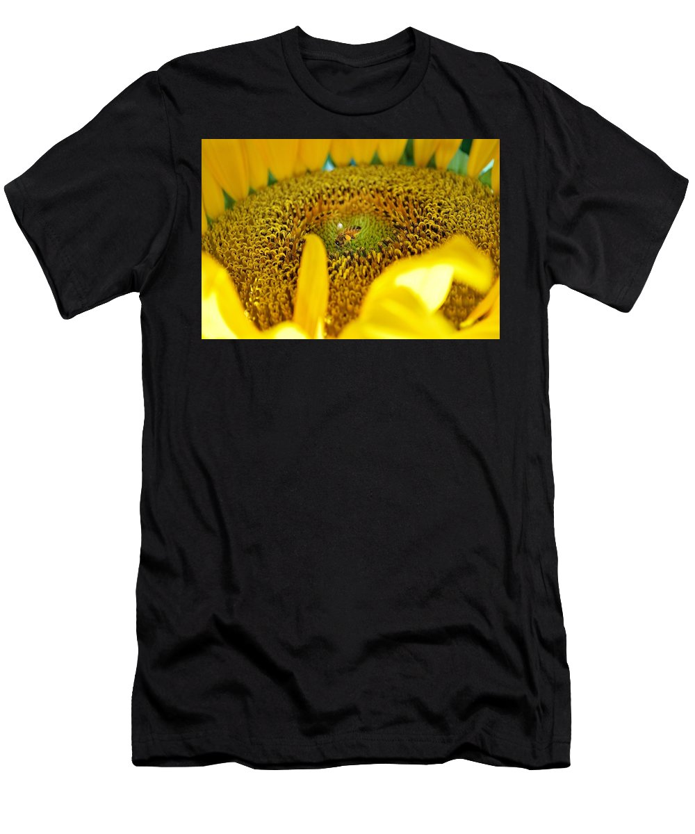 Honey Bee Men's T-Shirt (Athletic Fit) featuring the photograph No Time To Waste by Wanda Gancarz