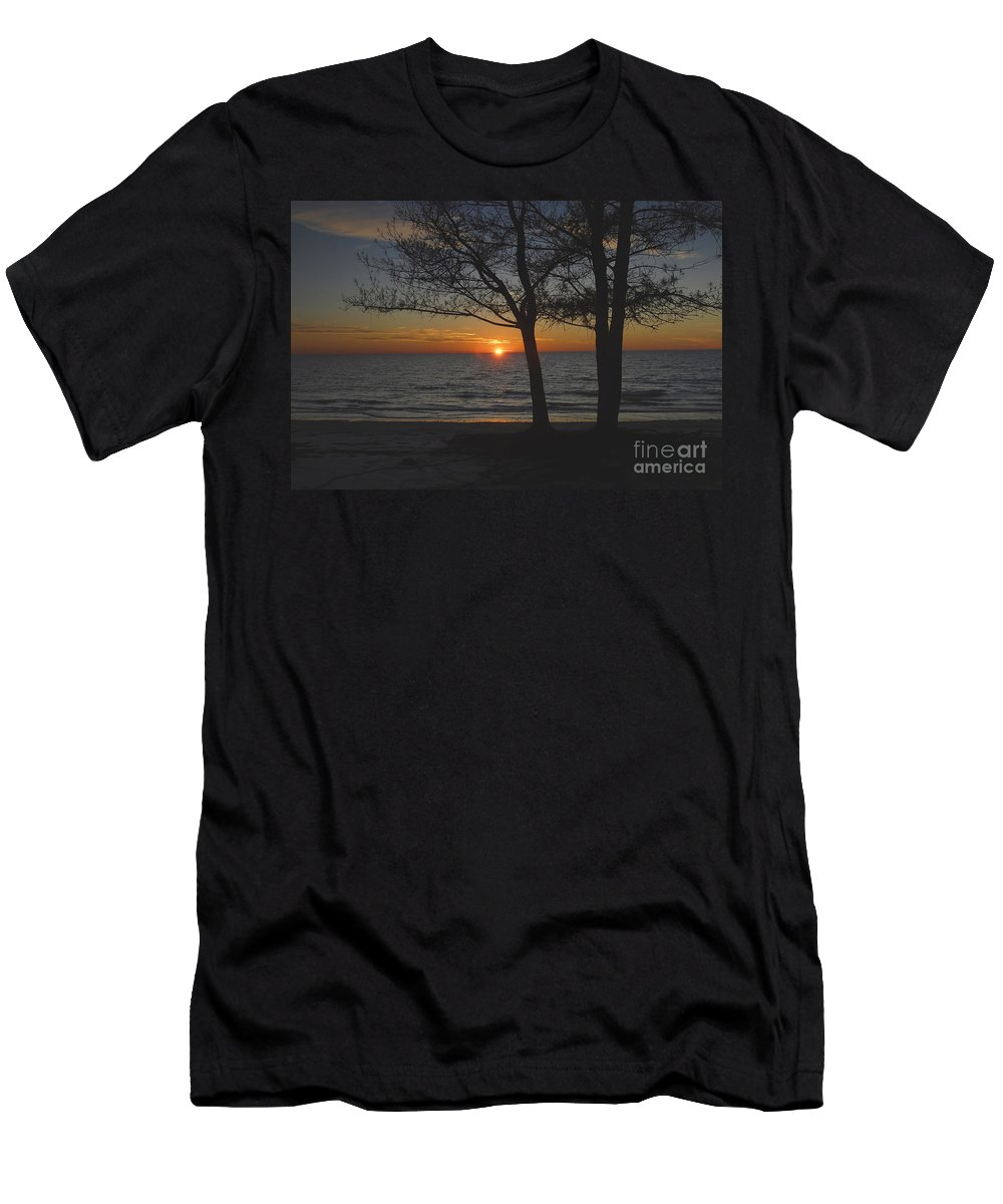 Beach Men's T-Shirt (Athletic Fit) featuring the photograph North Beach Sunset by David Lee Thompson