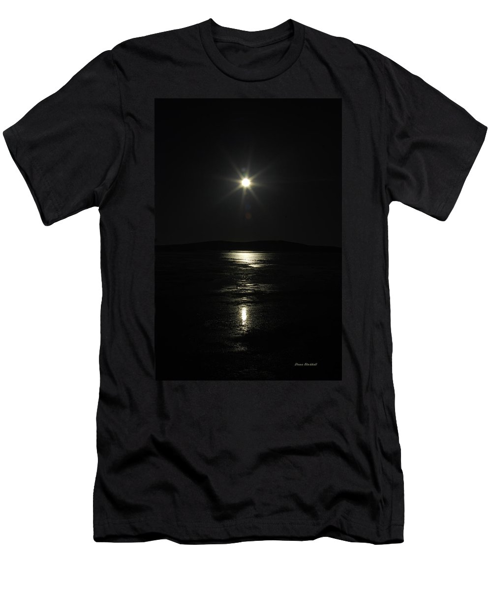 Star Men's T-Shirt (Athletic Fit) featuring the photograph North Star by Donna Blackhall