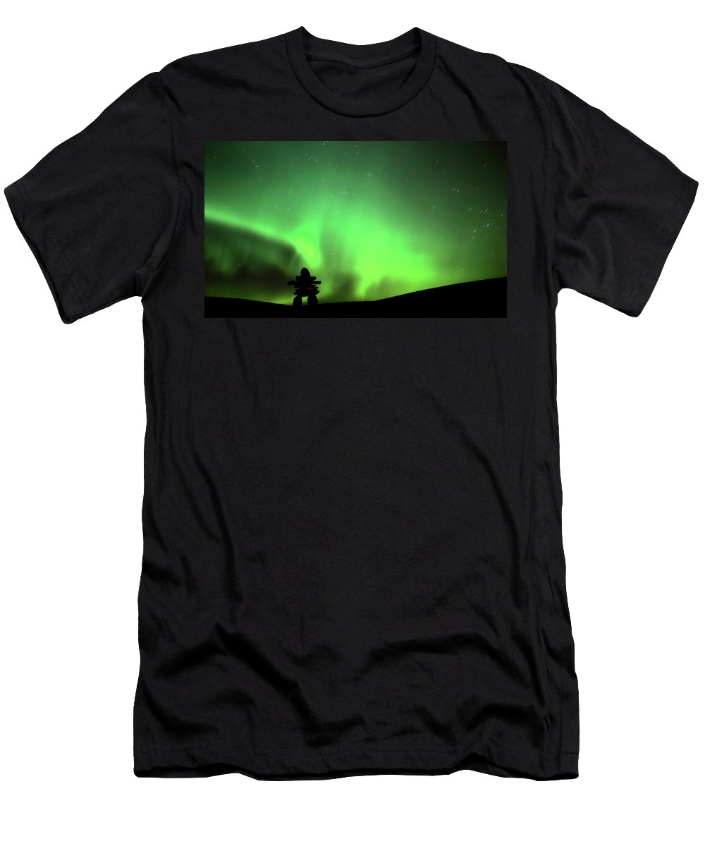 Inukchuk Men's T-Shirt (Athletic Fit) featuring the digital art Northern Light Above An Inukchuk In Saskatchewan by Mark Duffy