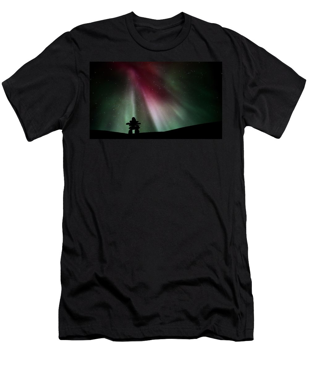 Inukchuk Men's T-Shirt (Athletic Fit) featuring the digital art Northern Lights Above An Inukchuk In Saskatchewan by Mark Duffy