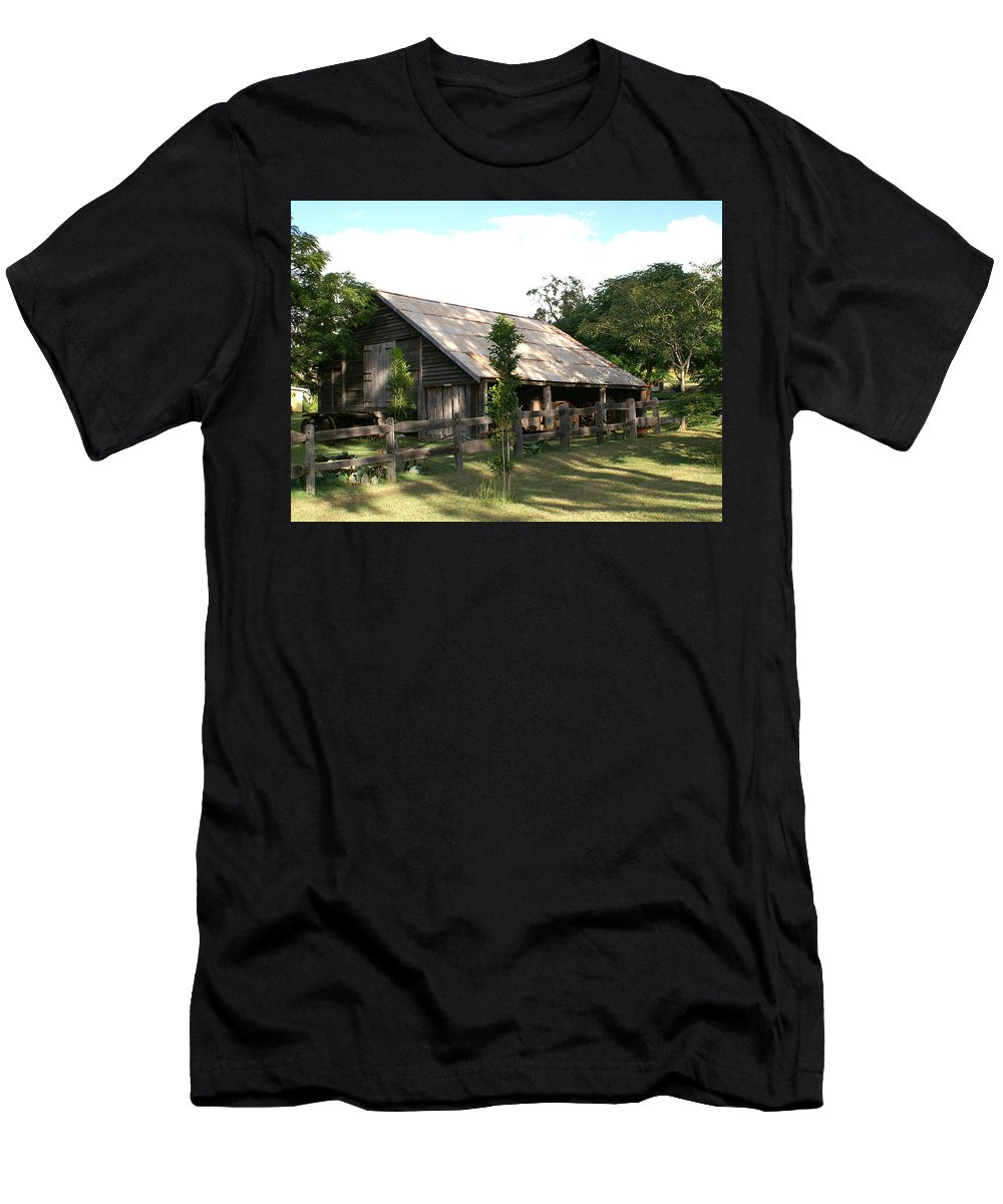 Photo Men's T-Shirt (Athletic Fit) featuring the photograph Old Barn by Brian Leverton