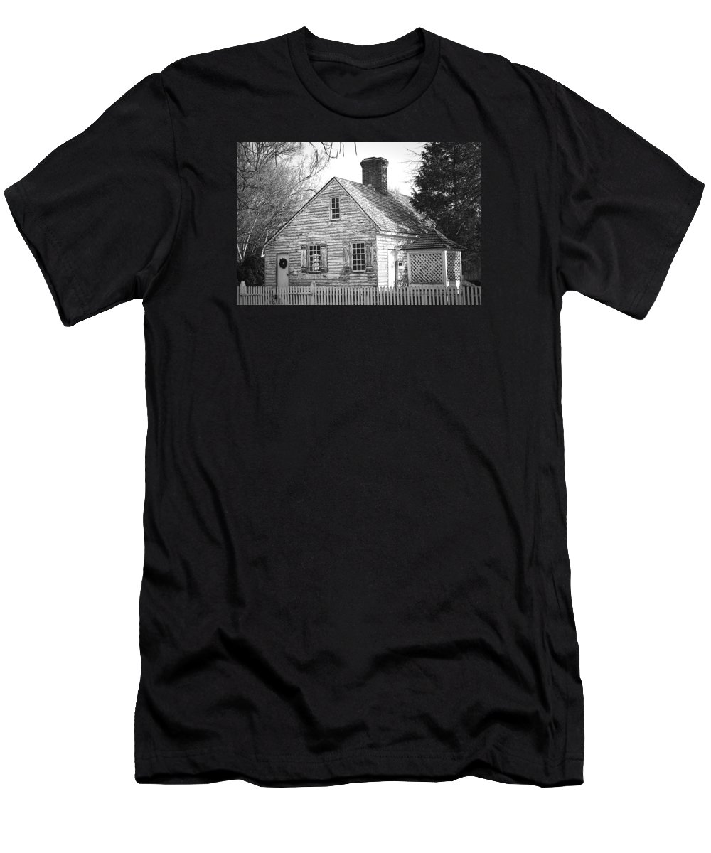Williamsburg Men's T-Shirt (Athletic Fit) featuring the photograph Old But Cool by Ronald Fleischer