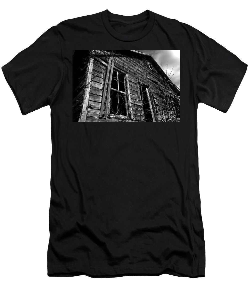 old House Men's T-Shirt (Athletic Fit) featuring the photograph Old House by Amanda Barcon