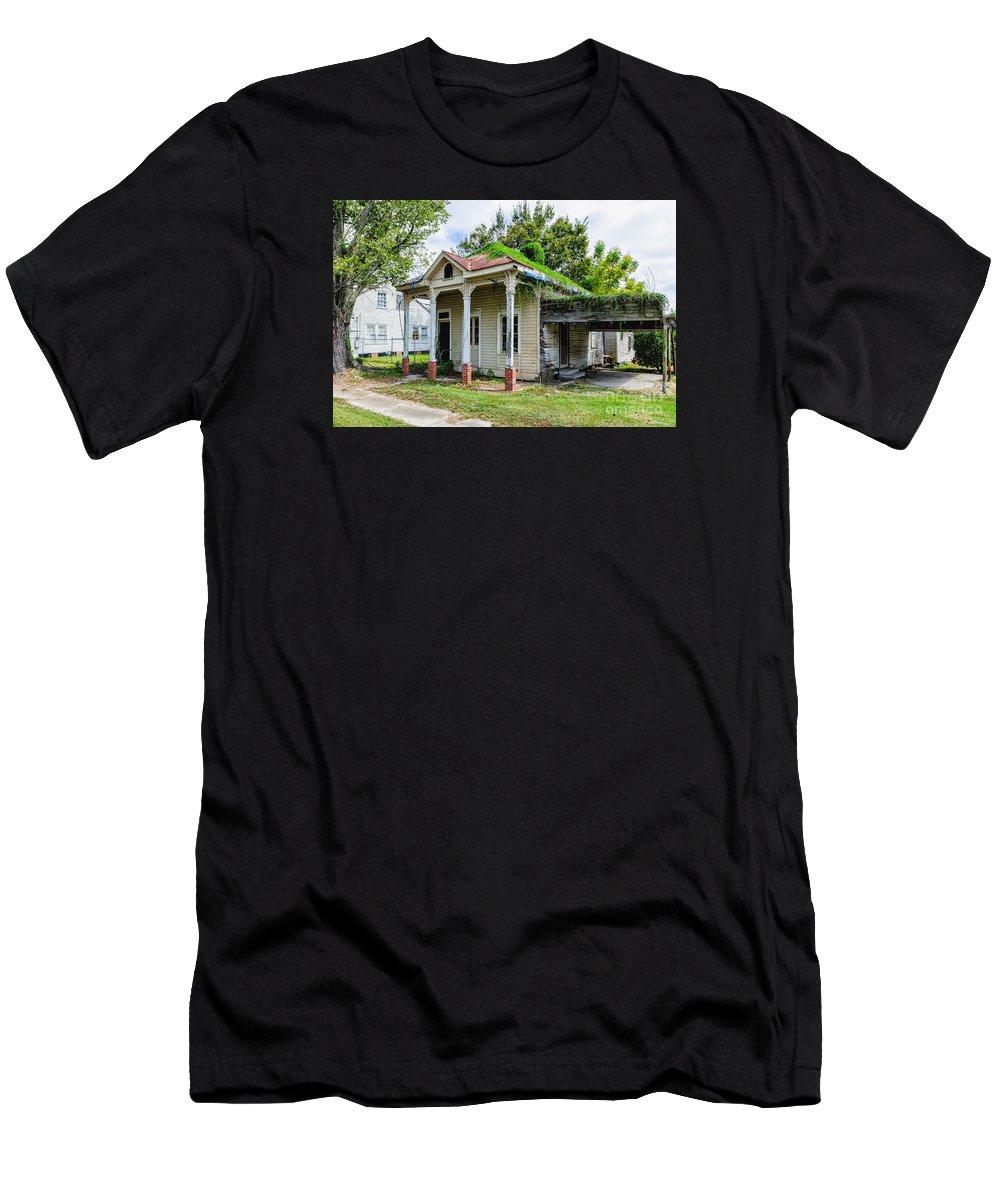 Donaldsonville Men's T-Shirt (Athletic Fit) featuring the photograph Old House Donaldsonville La-historic by Kathleen K Parker