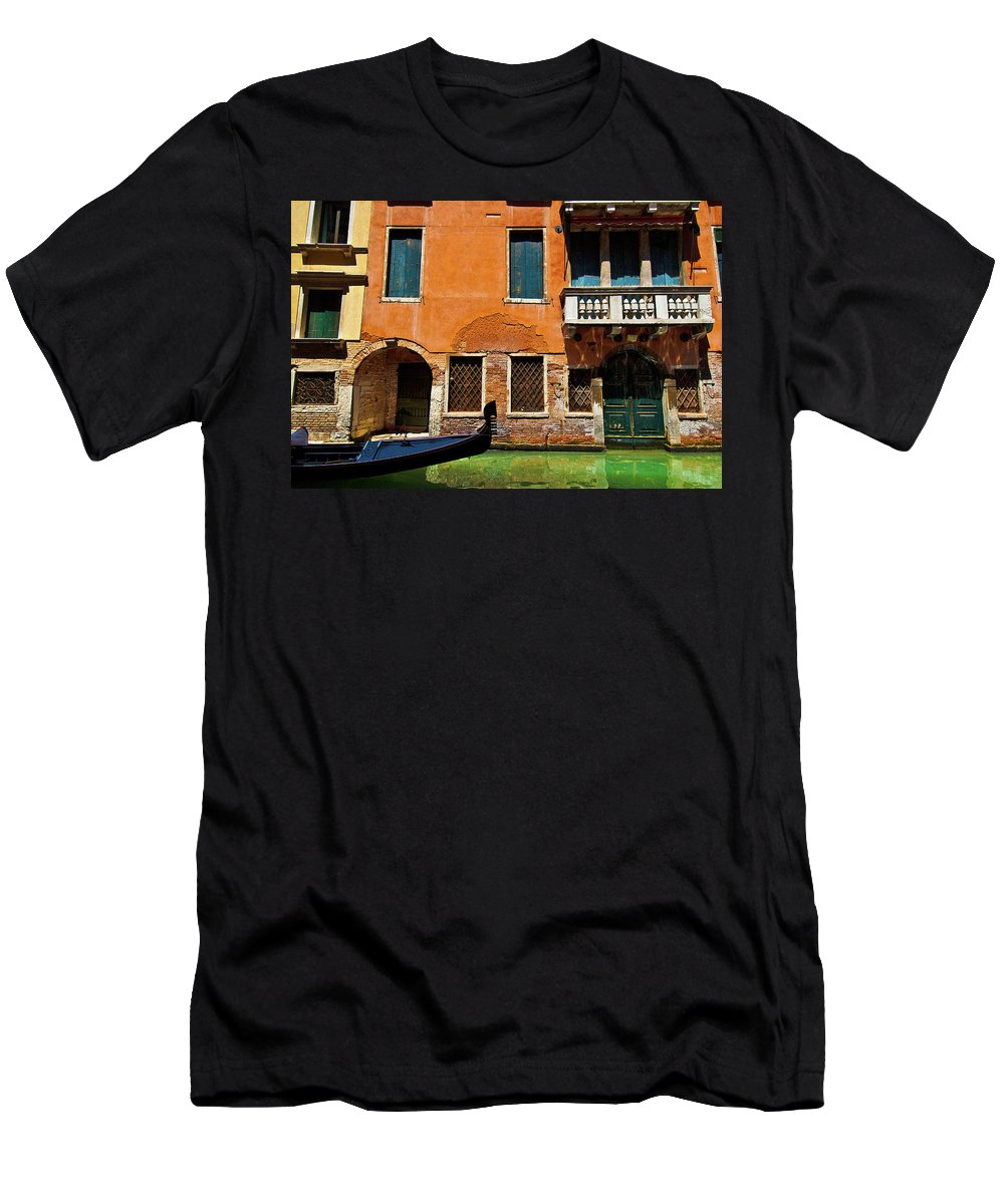 Orange Building Men's T-Shirt (Athletic Fit) featuring the photograph Orange Building And Gondola by Harry Spitz
