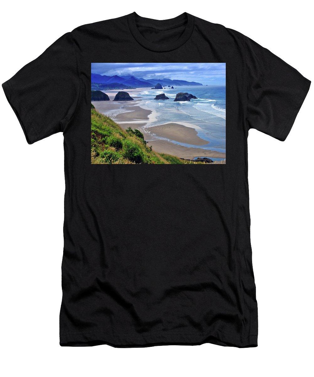 Oregon Men's T-Shirt (Athletic Fit) featuring the photograph Oregon Coast by Scott Mahon