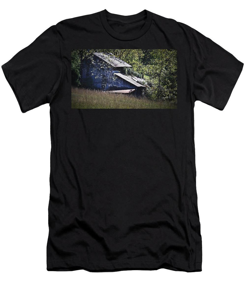 Virginia Men's T-Shirt (Athletic Fit) featuring the photograph Overgrown by Teresa Mucha