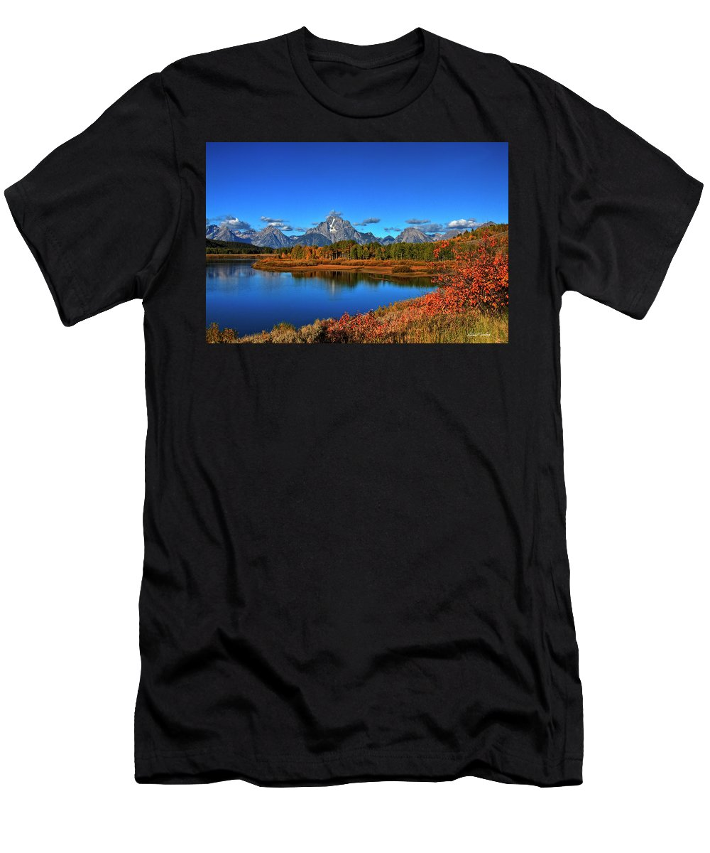 Grand Tetons Men's T-Shirt (Athletic Fit) featuring the photograph Oxbow Bend by Richard Cronberg