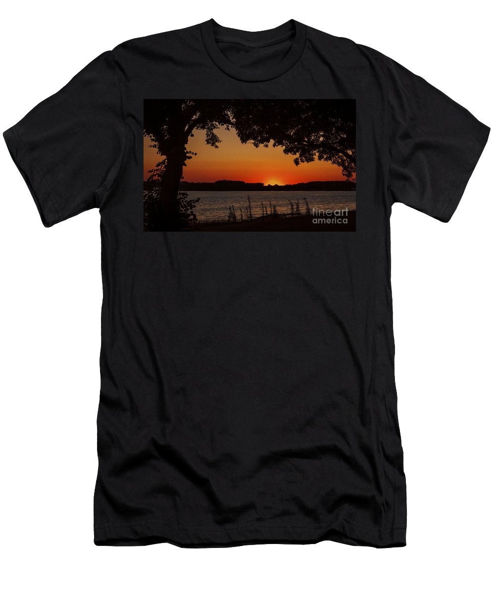 Oxford Men's T-Shirt (Athletic Fit) featuring the photograph Oxford Sunset by Janet Barnes