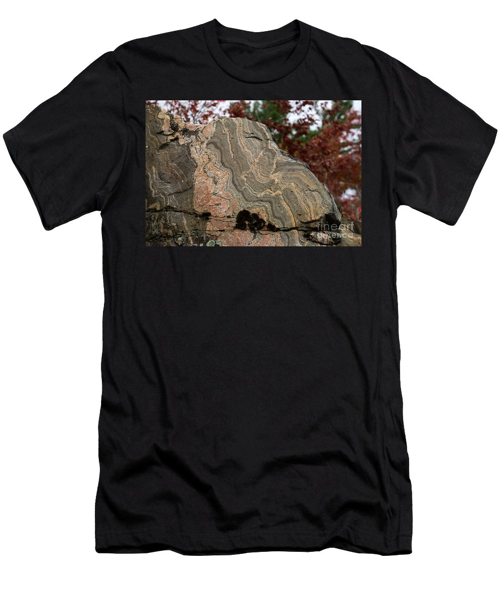 Gneiss Men's T-Shirt (Athletic Fit) featuring the photograph Pattern In A Gneiss Rock by Les Palenik