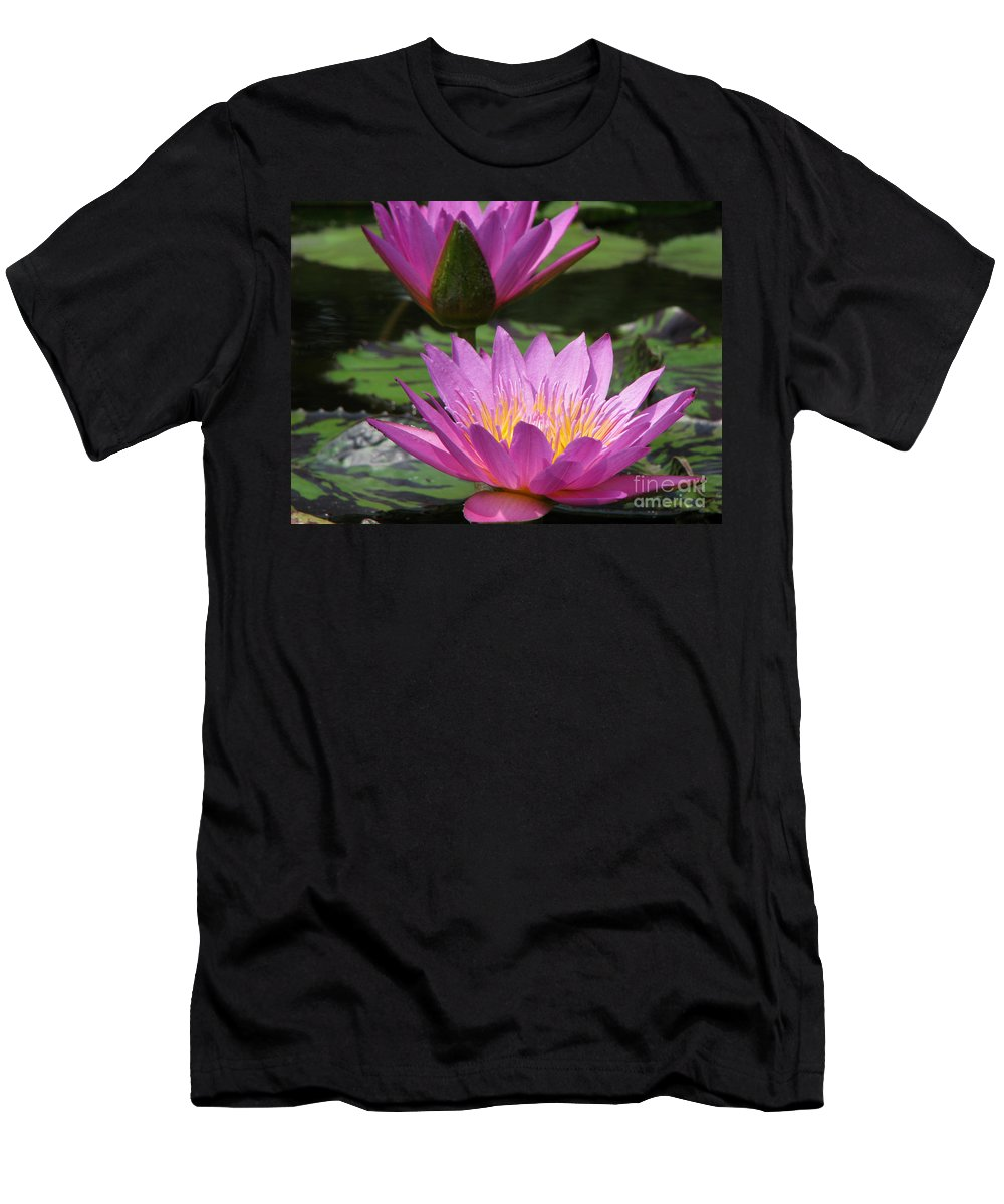 Lillypad Men's T-Shirt (Athletic Fit) featuring the photograph Peaceful by Amanda Barcon
