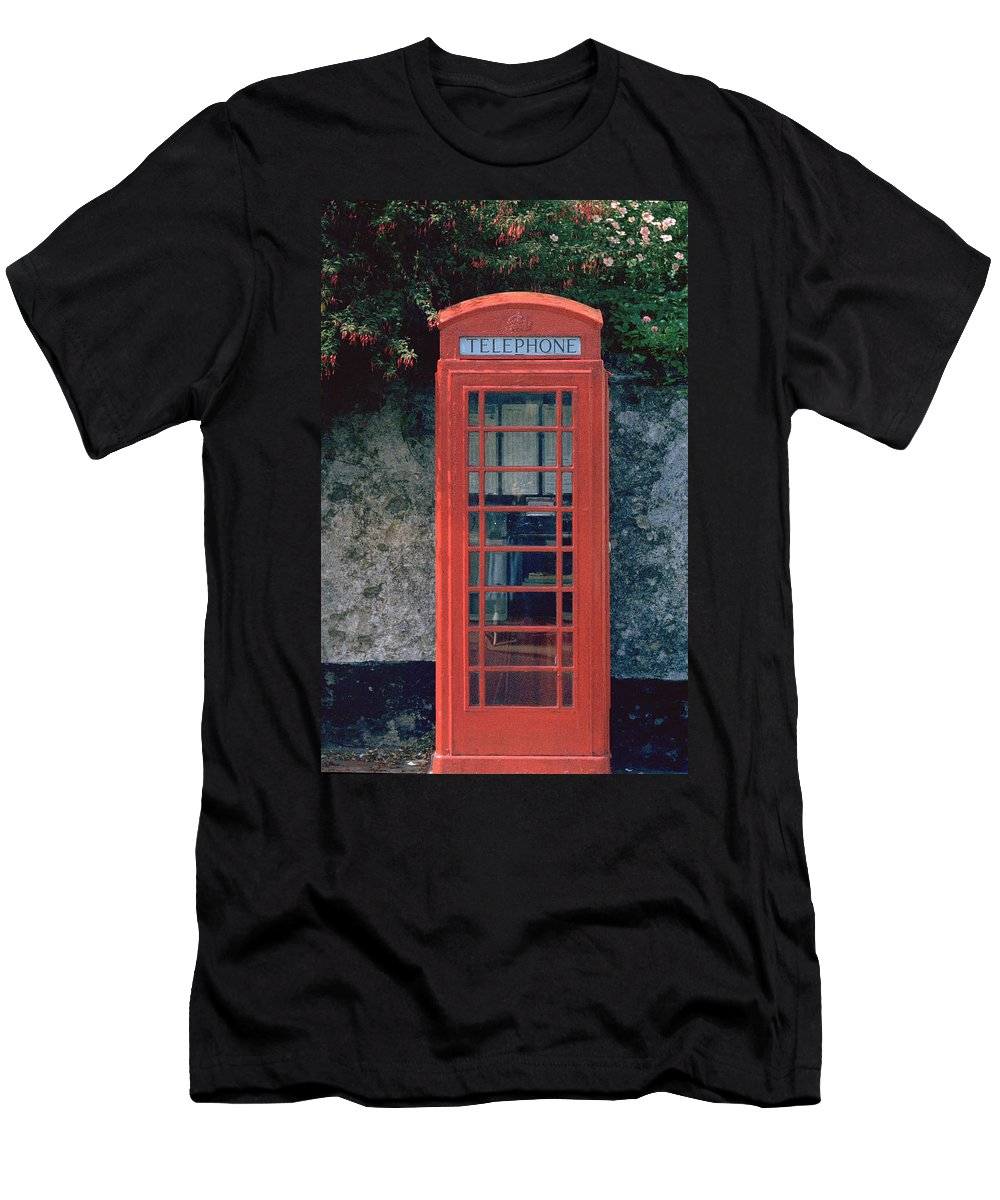 Great Britain Men's T-Shirt (Athletic Fit) featuring the photograph Phone Booth by Flavia Westerwelle