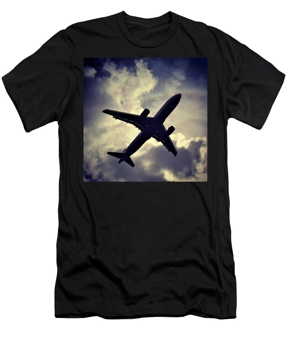 Airplane Men's T-Shirt (Athletic Fit) featuring the photograph Plane Landing In London by Dave Lees