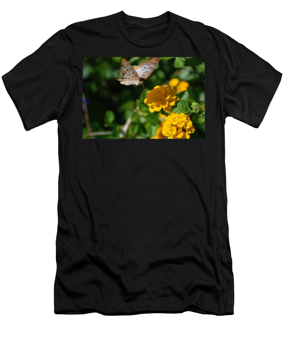 Butterfly Men's T-Shirt (Athletic Fit) featuring the photograph Pre Landing by Rob Hans