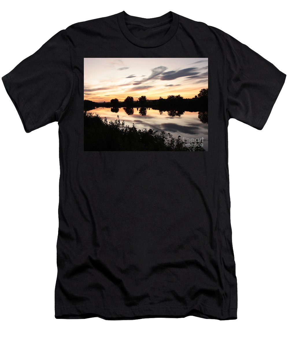 Prosser Men's T-Shirt (Athletic Fit) featuring the photograph Prosser Sunset With Riverbank Silhouette by Carol Groenen