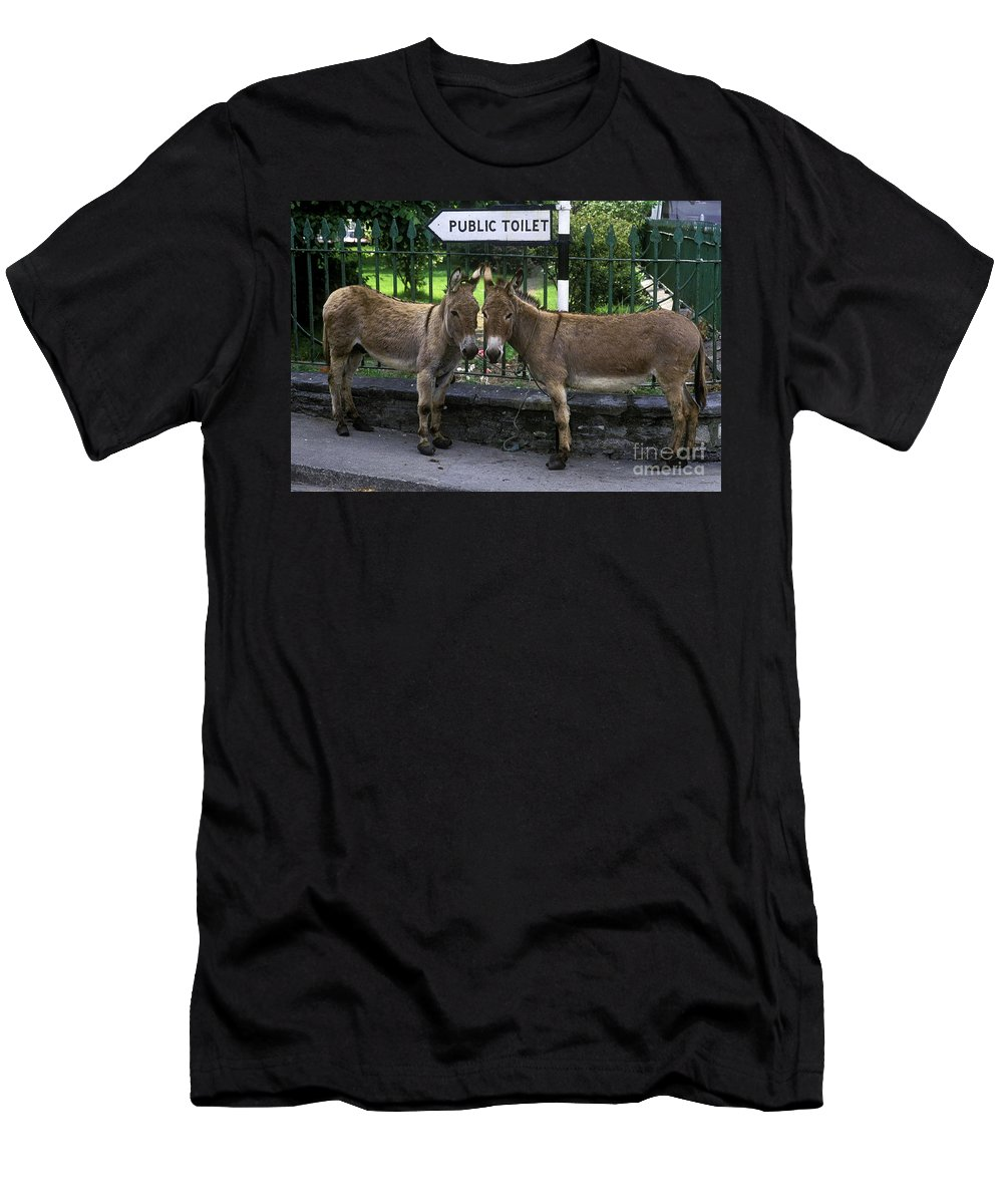 Ireland Men's T-Shirt (Athletic Fit) featuring the photograph Public Toilet by John Greim