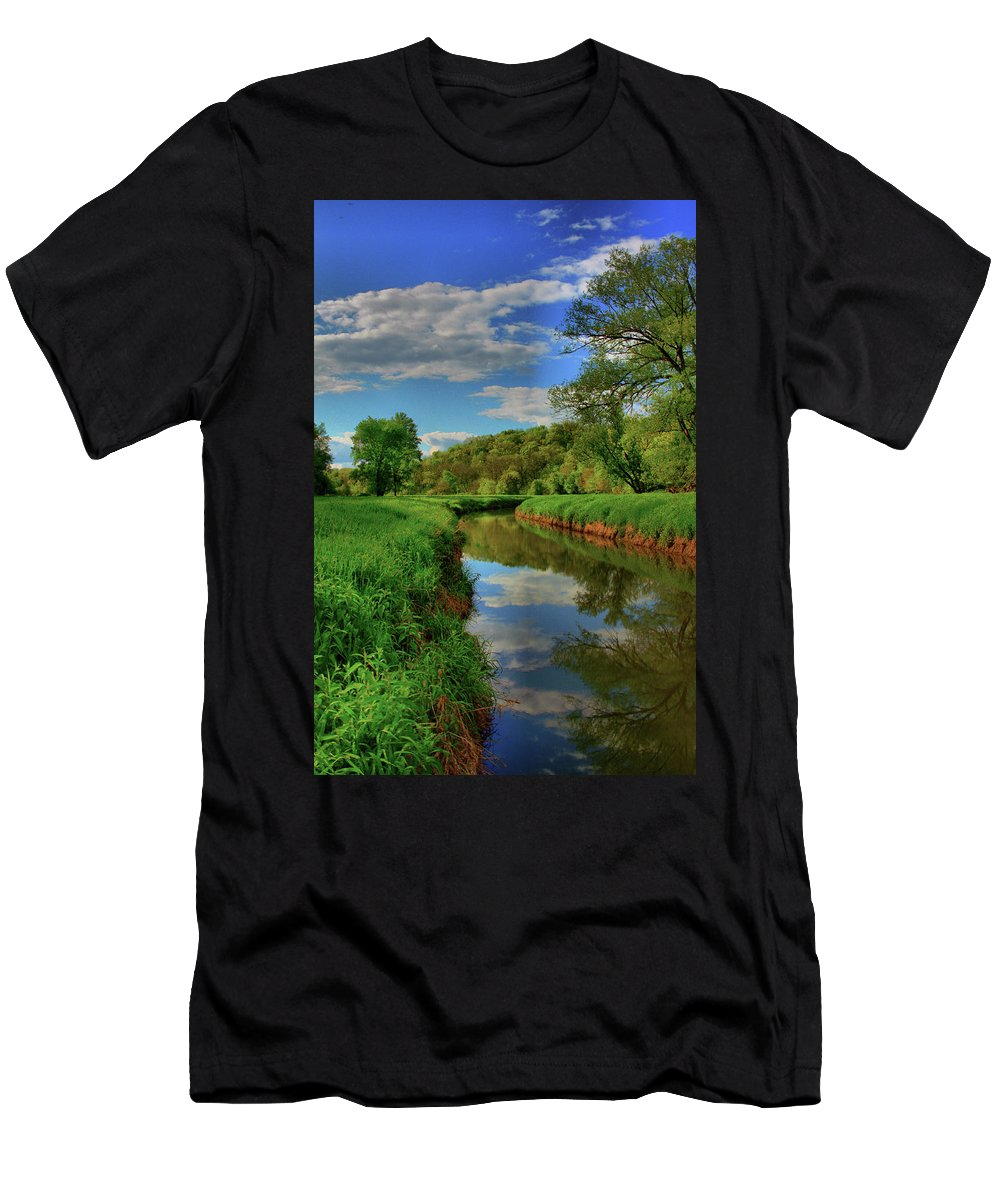 Creek Men's T-Shirt (Athletic Fit) featuring the photograph Pure Midwestern Beauty by Quinten Pfeiffer