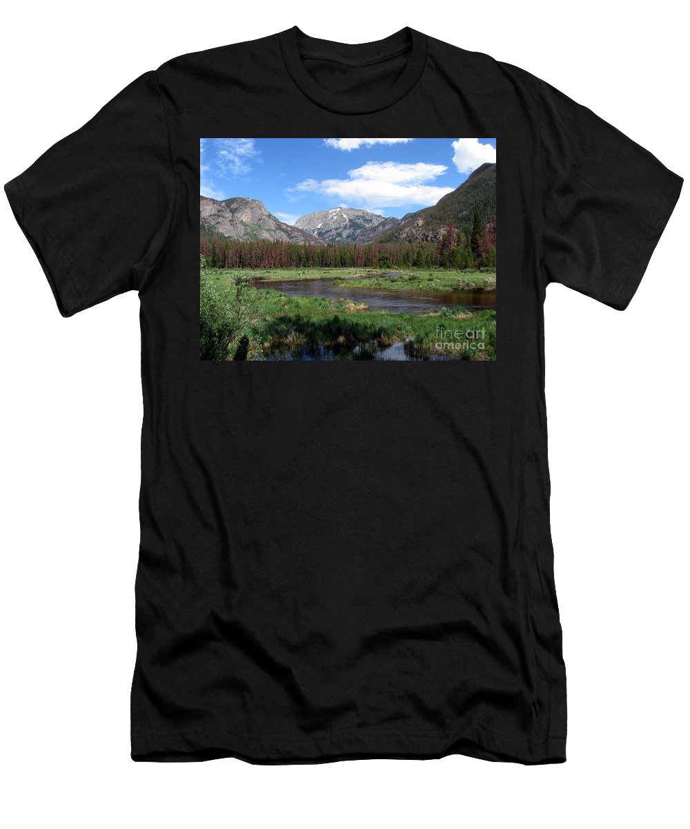 Nature Men's T-Shirt (Athletic Fit) featuring the photograph Quiet by Amanda Barcon