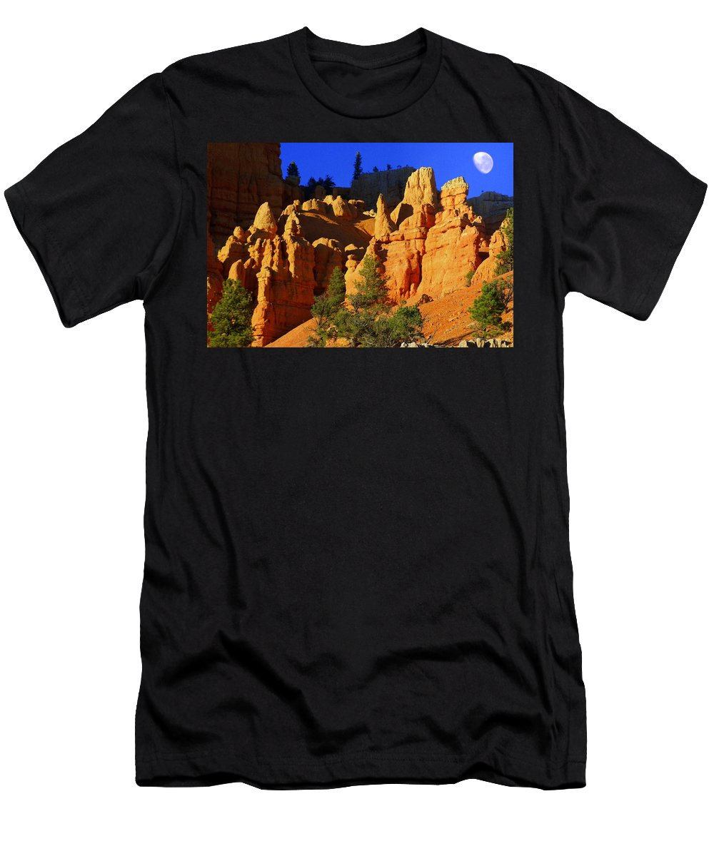 Red Rock Canyon Men's T-Shirt (Athletic Fit) featuring the photograph Red Rock Canoyon Moonrise by Marty Koch