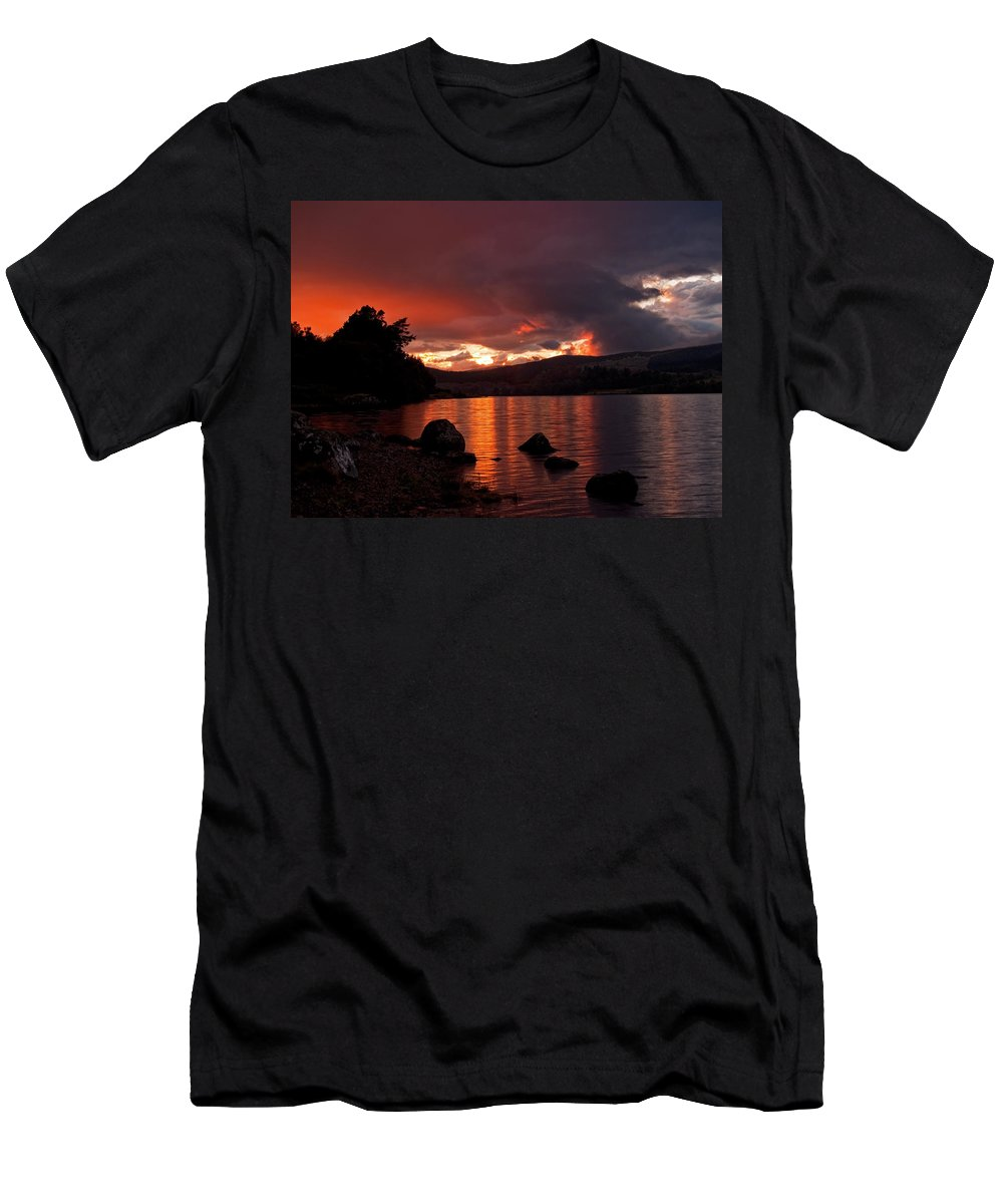Scotland Men's T-Shirt (Athletic Fit) featuring the photograph Red Skies Over Loch Rannoch by Bel Menpes