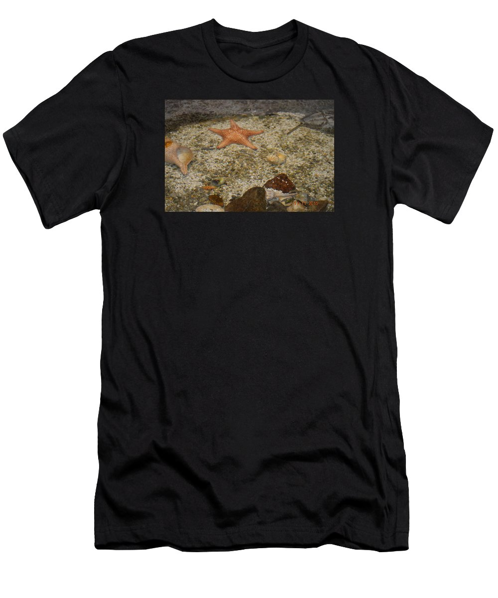 Star Fish And Crabs Men's T-Shirt (Athletic Fit) featuring the photograph Reefers by Shellda Patino