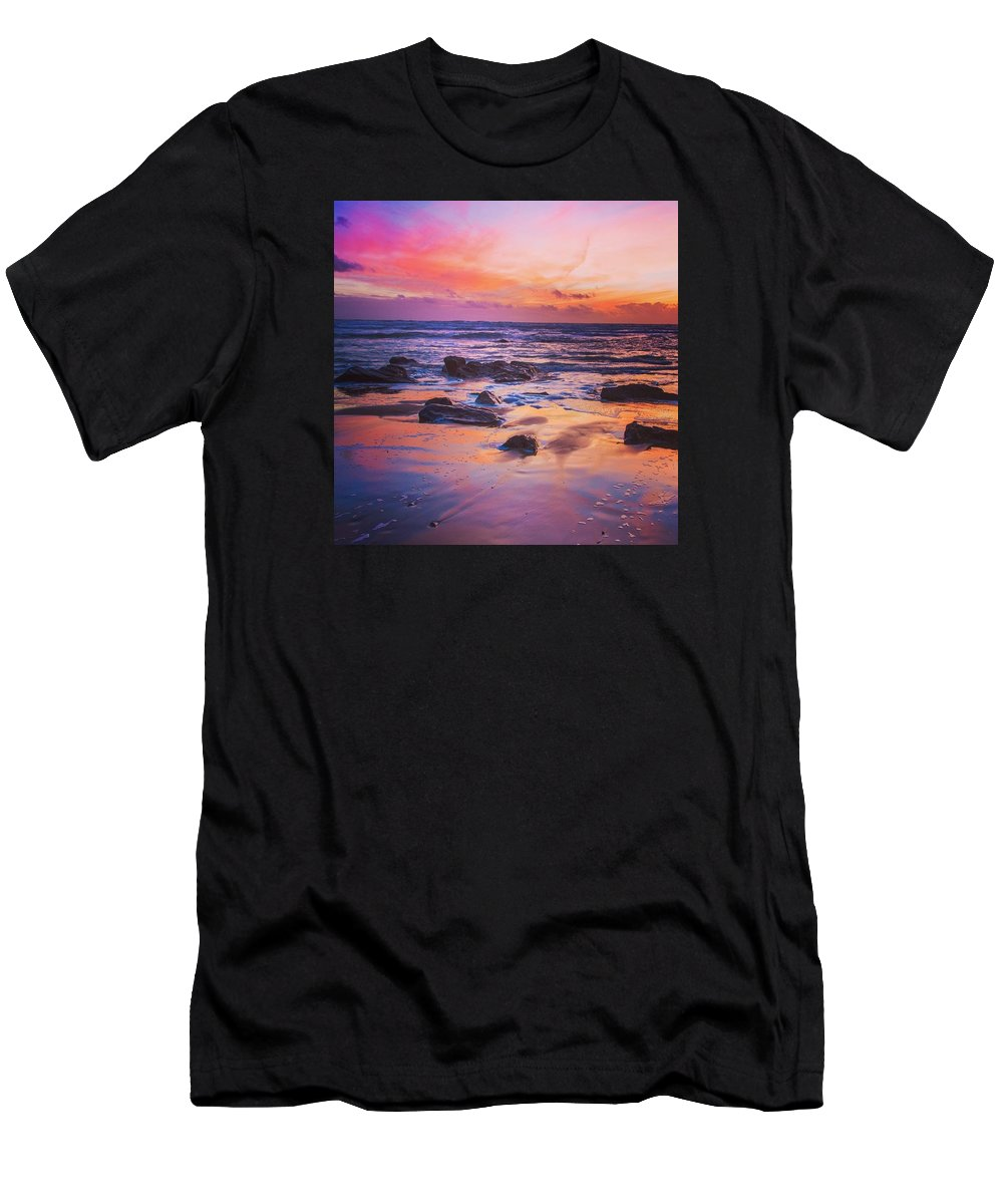 Ocean Men's T-Shirt (Athletic Fit) featuring the photograph Reflexion by Pierre Cal