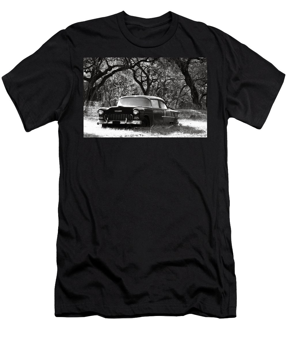 Americana Men's T-Shirt (Athletic Fit) featuring the photograph Resting Amongst The Oaks by Marilyn Hunt