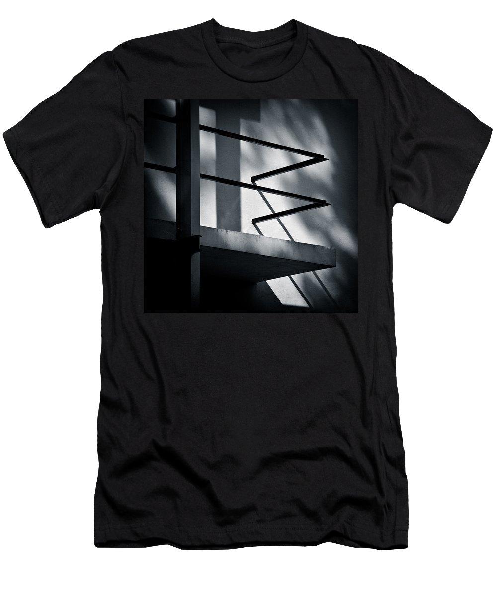 Rietveld Schroderhuis Men's T-Shirt (Athletic Fit) featuring the photograph Rietveld Schroderhuis by Dave Bowman