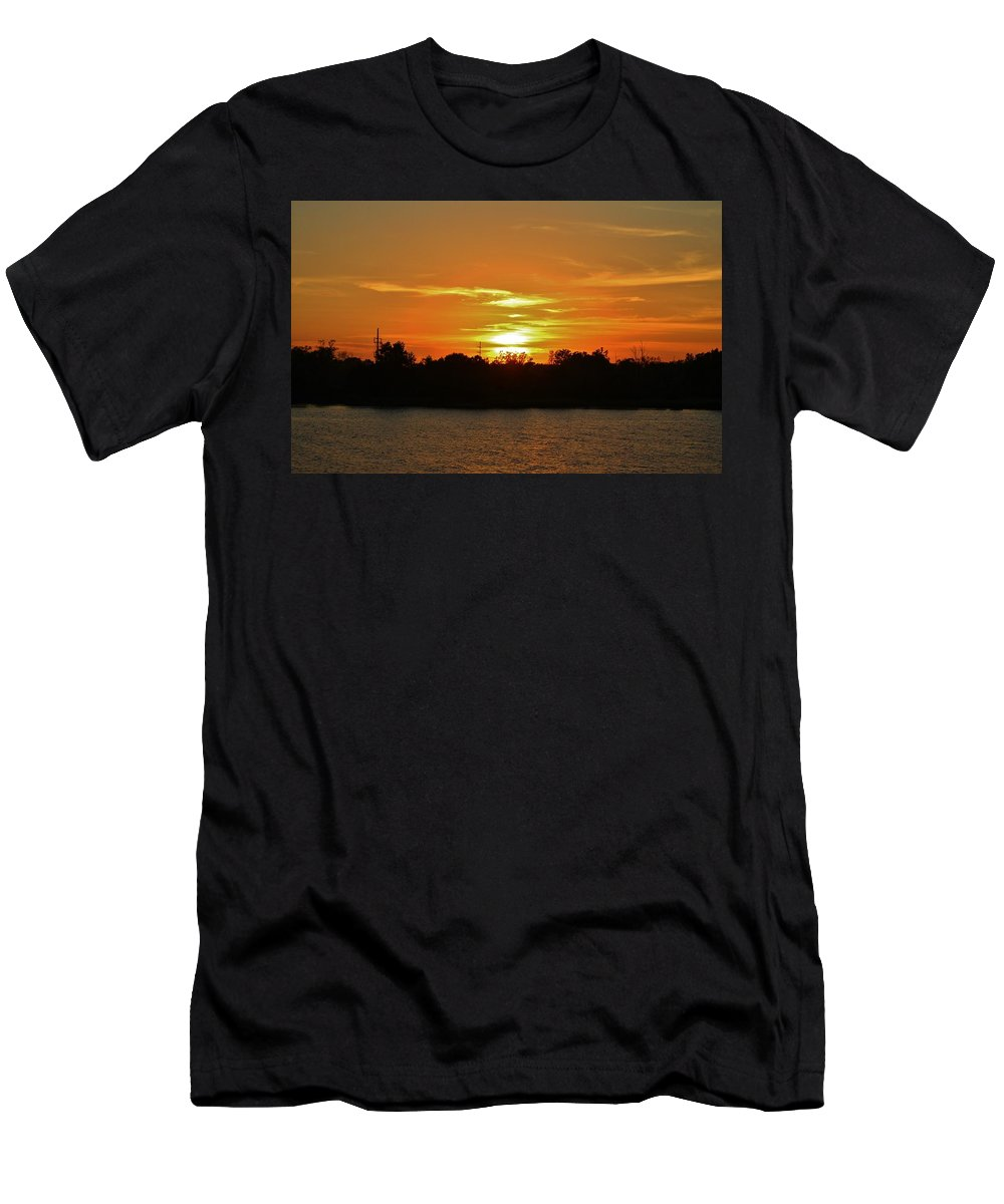 Sun Men's T-Shirt (Athletic Fit) featuring the photograph Riverfront Sunset by Cynthia Guinn
