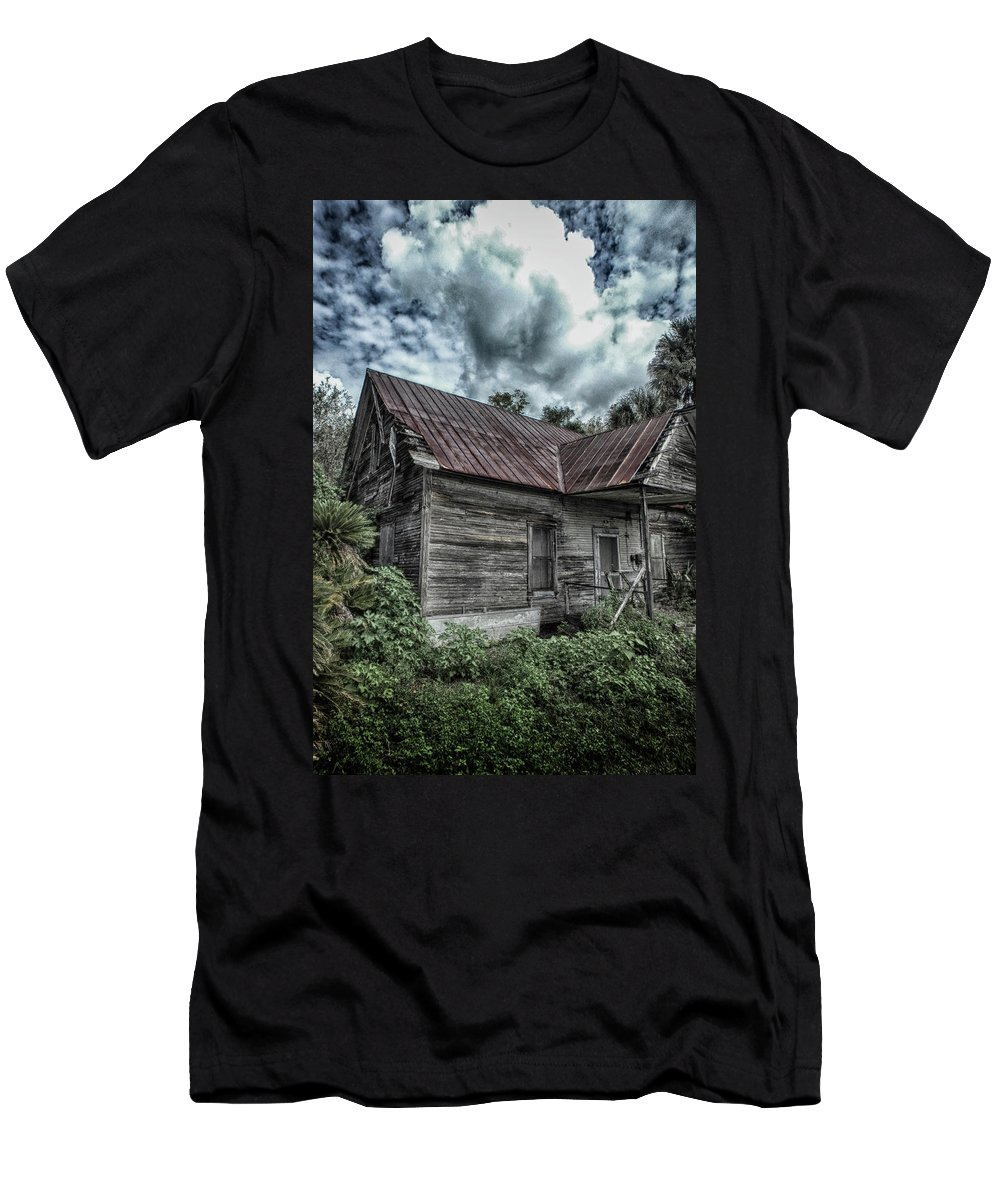 Dunnellon Men's T-Shirt (Athletic Fit) featuring the photograph Rundown And Overgrown by Judy Hall-Folde