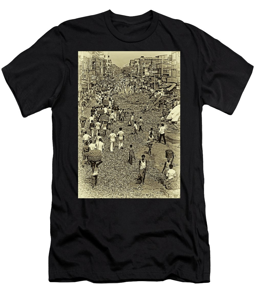 Calcutta Men's T-Shirt (Athletic Fit) featuring the photograph Rush Hour - Antique Sepia by Steve Harrington