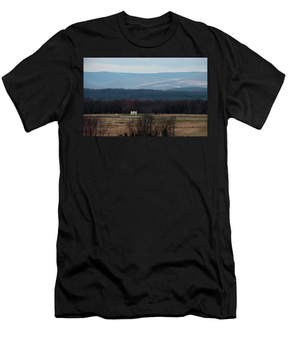 House Men's T-Shirt (Athletic Fit) featuring the photograph Salt Box House by David Arment