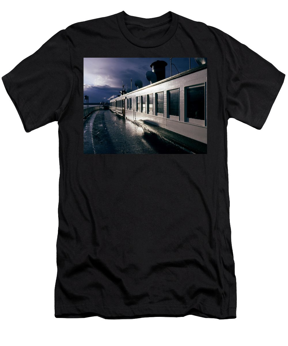 Scenic Men's T-Shirt (Athletic Fit) featuring the photograph San Juan Islands Ferry by Lee Santa