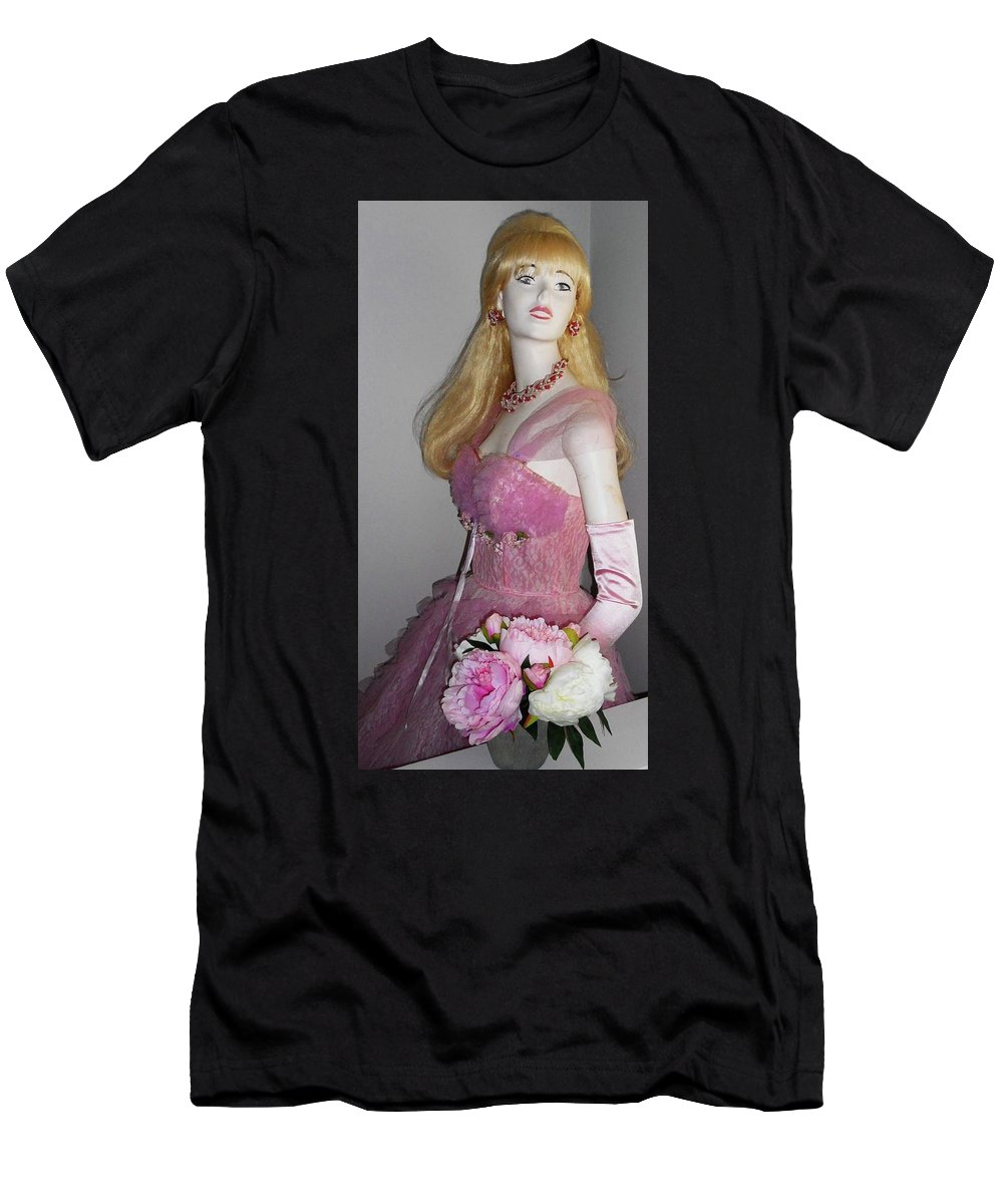 Girl Men's T-Shirt (Athletic Fit) featuring the photograph Sandies Girl 4 by Ron Kandt