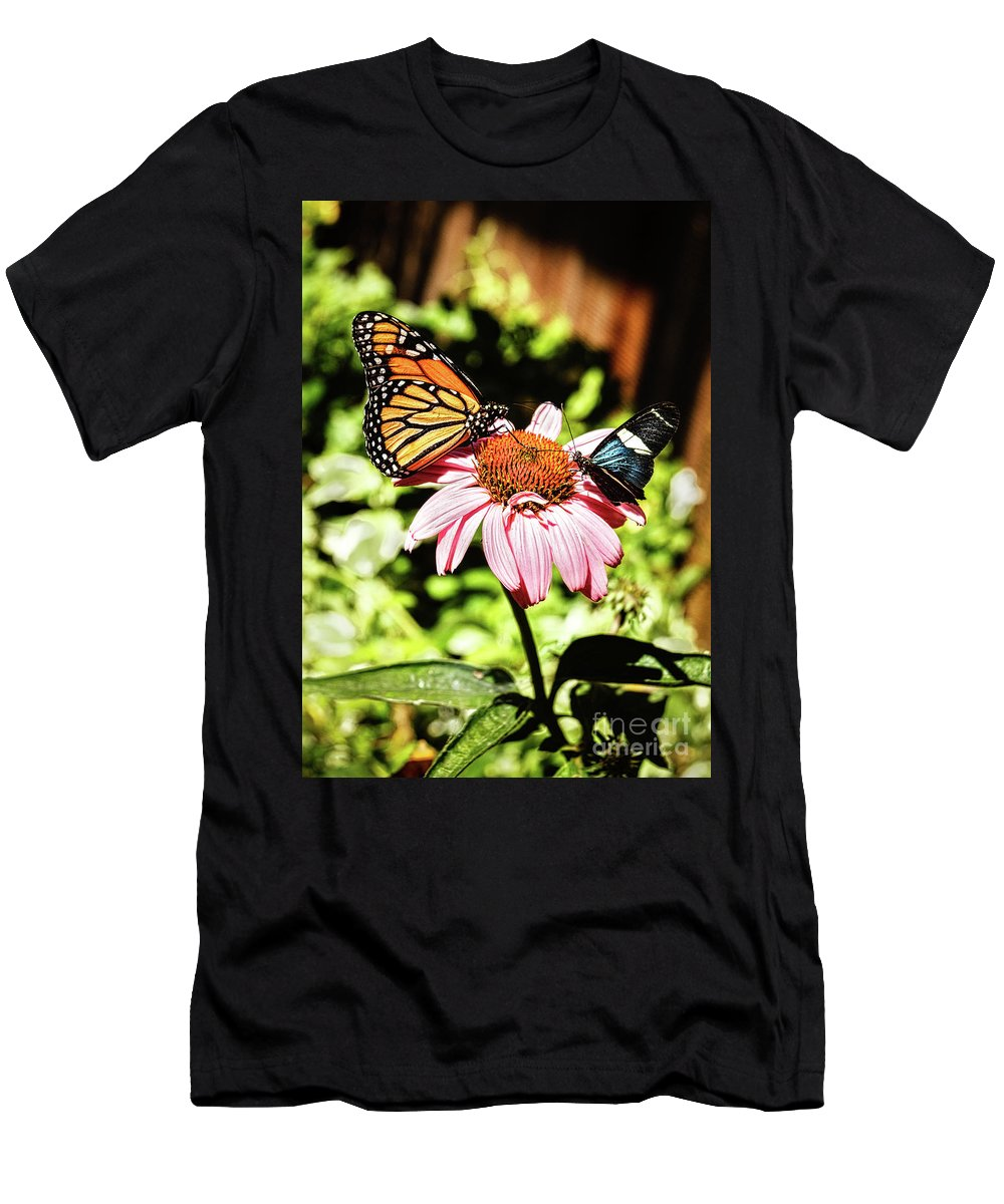 Butterfly Men's T-Shirt (Athletic Fit) featuring the photograph Sharing by Robert Bales