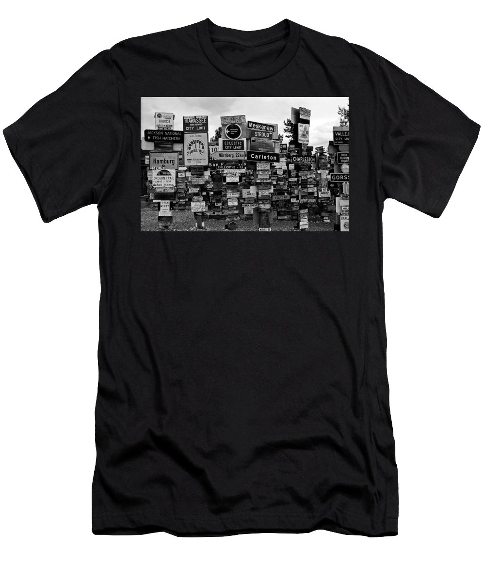 North America Men's T-Shirt (Athletic Fit) featuring the photograph Sign Post Forest by Juergen Weiss