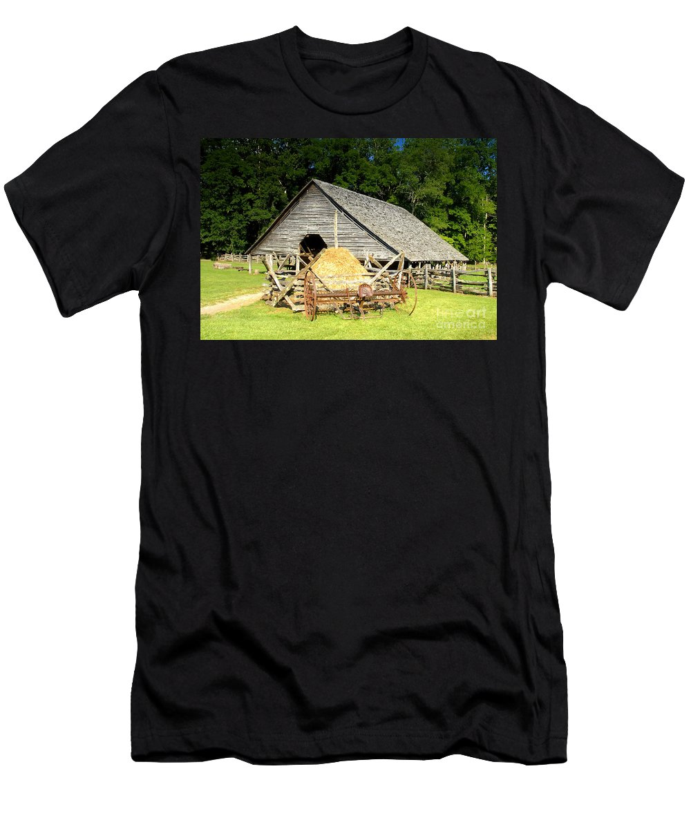 Smoky Mountains Men's T-Shirt (Athletic Fit) featuring the photograph Smoky Mountain Farm by David Lee Thompson