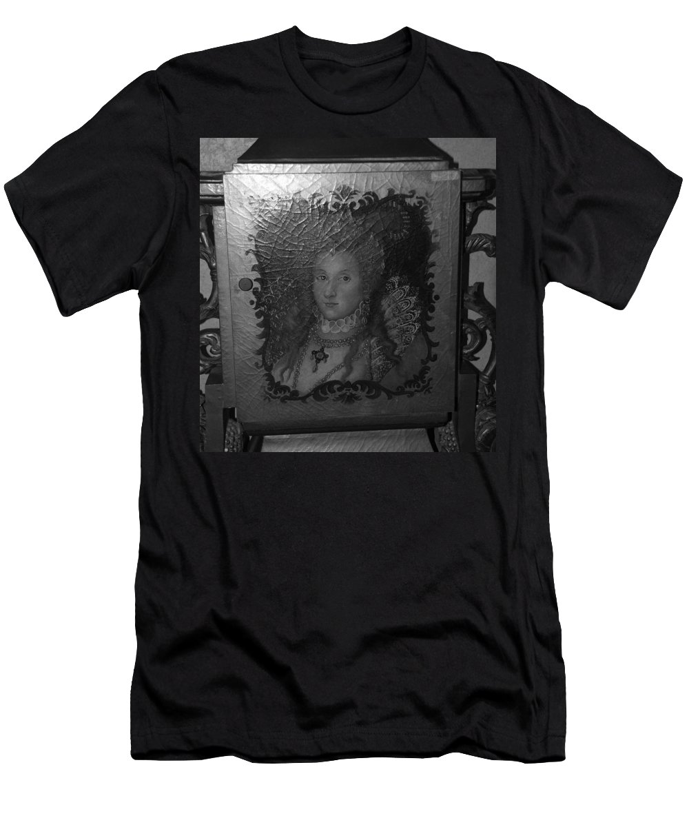 Queen Men's T-Shirt (Athletic Fit) featuring the photograph Some Old Queen by Rob Hans
