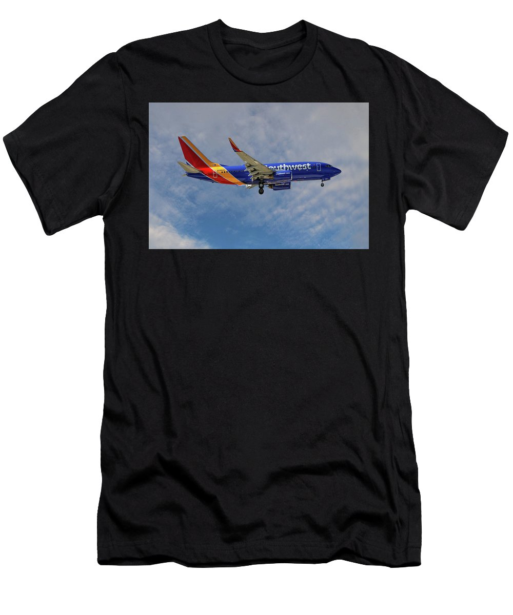 Passenger Men's T-Shirt (Athletic Fit) featuring the photograph Southwest Airlines Boeing 737-76n by Smart Aviation