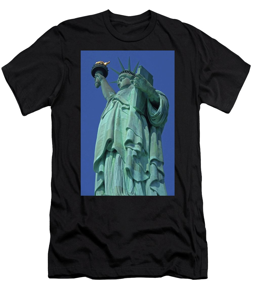 New York City Men's T-Shirt (Athletic Fit) featuring the photograph Statue Of Liberty 12 by Ron Kandt