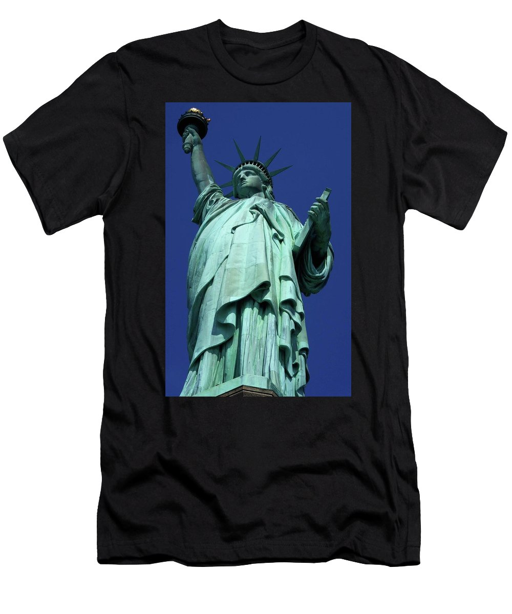 New York City Men's T-Shirt (Athletic Fit) featuring the photograph Statue Of Liberty 13 by Ron Kandt