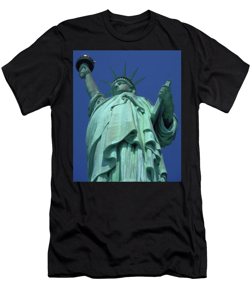 New York City Men's T-Shirt (Athletic Fit) featuring the photograph Statue Of Liberty 16 by Ron Kandt