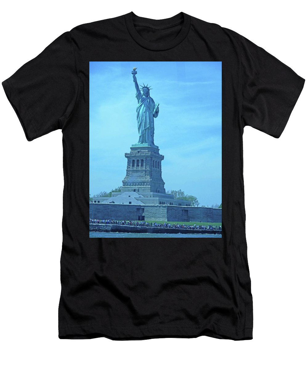 New York City Men's T-Shirt (Athletic Fit) featuring the photograph Statue Of Liberty 22 by Ron Kandt