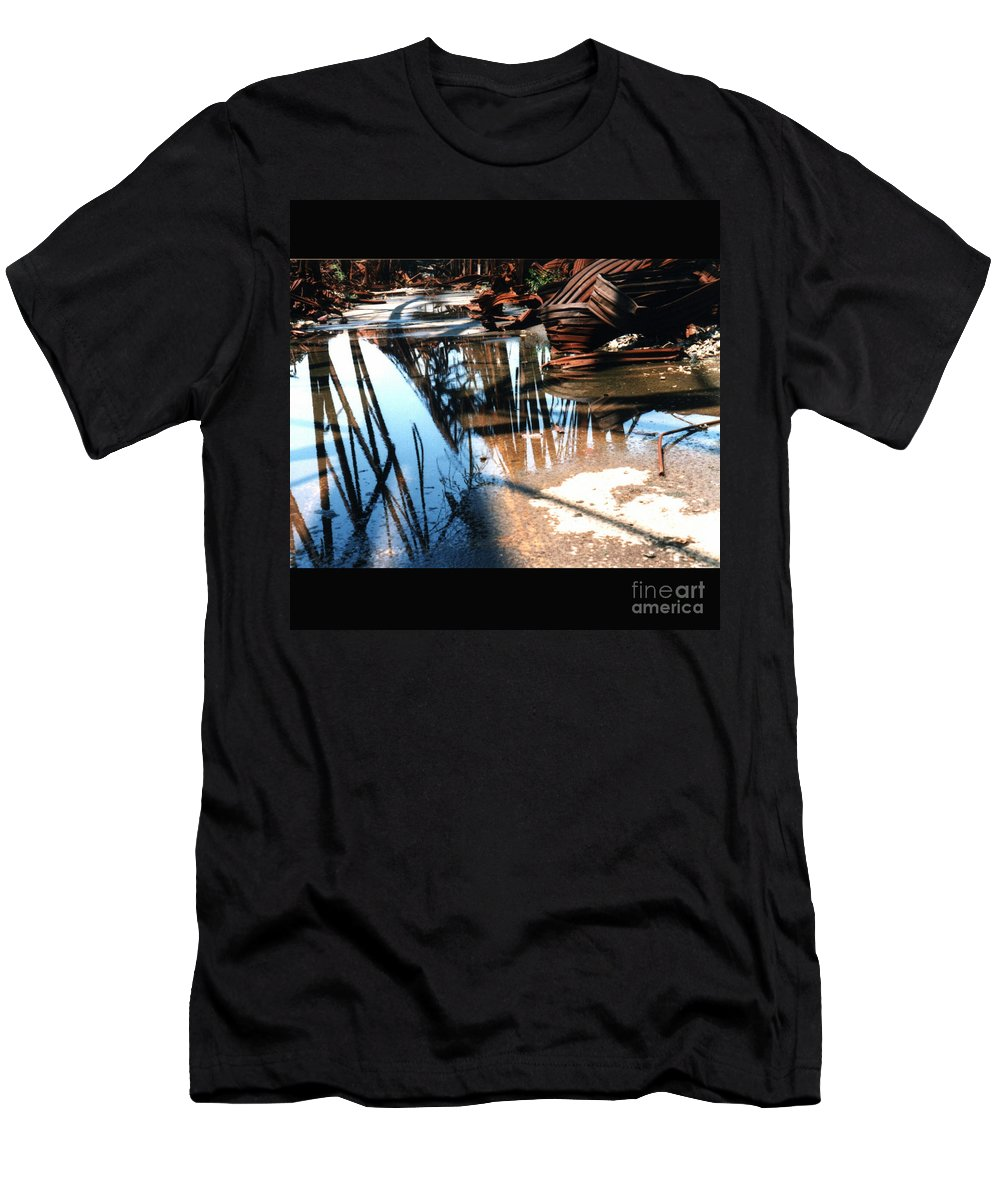 Cityscape Men's T-Shirt (Athletic Fit) featuring the photograph Steel River by Ze DaLuz