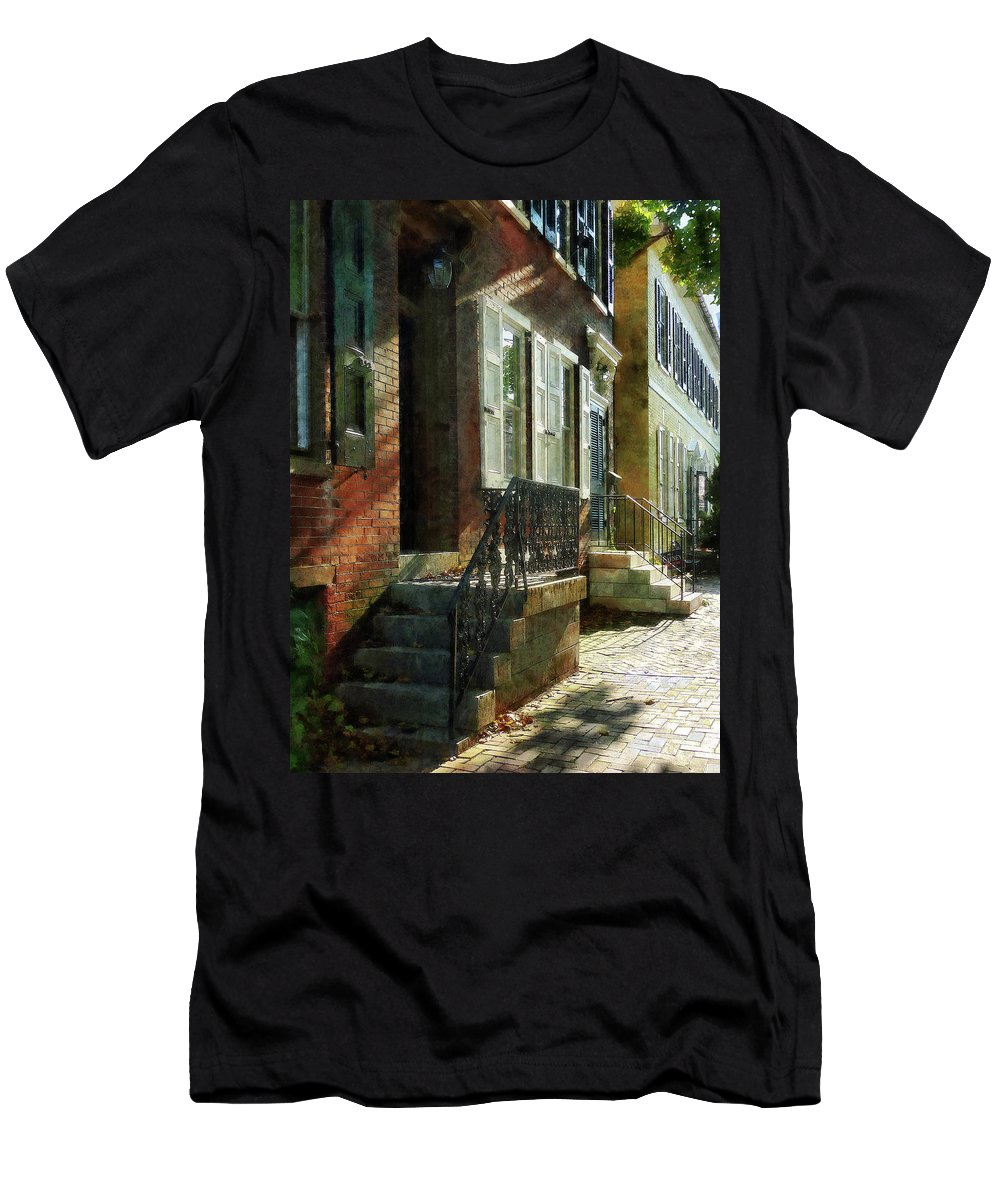 New Castle Men's T-Shirt (Athletic Fit) featuring the photograph Street In New Castle Delaware by Susan Savad