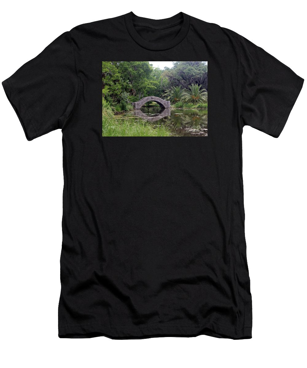 New Orleans Men's T-Shirt (Athletic Fit) featuring the photograph Sunday Stroll by Nelson Smith