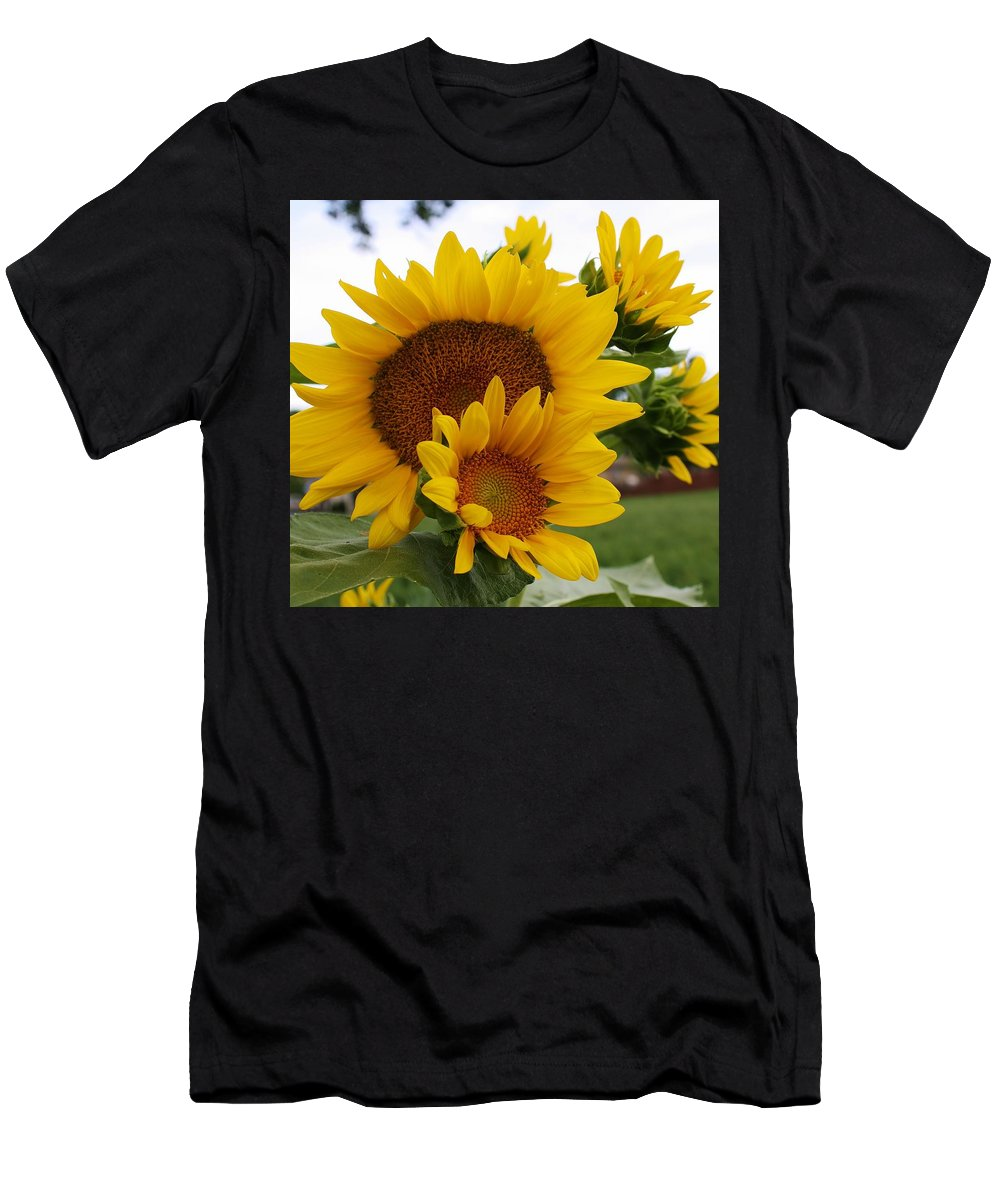 Flora Men's T-Shirt (Athletic Fit) featuring the photograph Sunflower Show by Bruce Bley