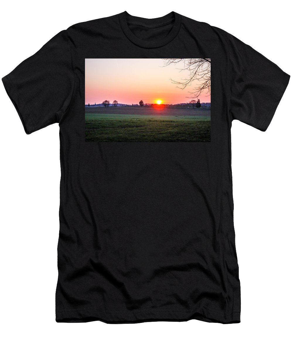 This Is The Gettysburg Battlefield Men's T-Shirt (Athletic Fit) featuring the photograph Sunrise At Gettysburg by William Rogers